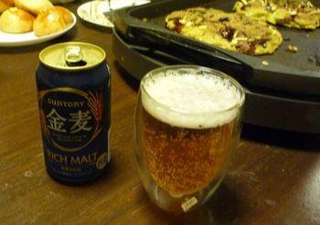 504 お好み焼きとビール.jpg